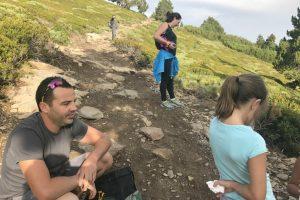 Petite pause pendant la montée au Canigou