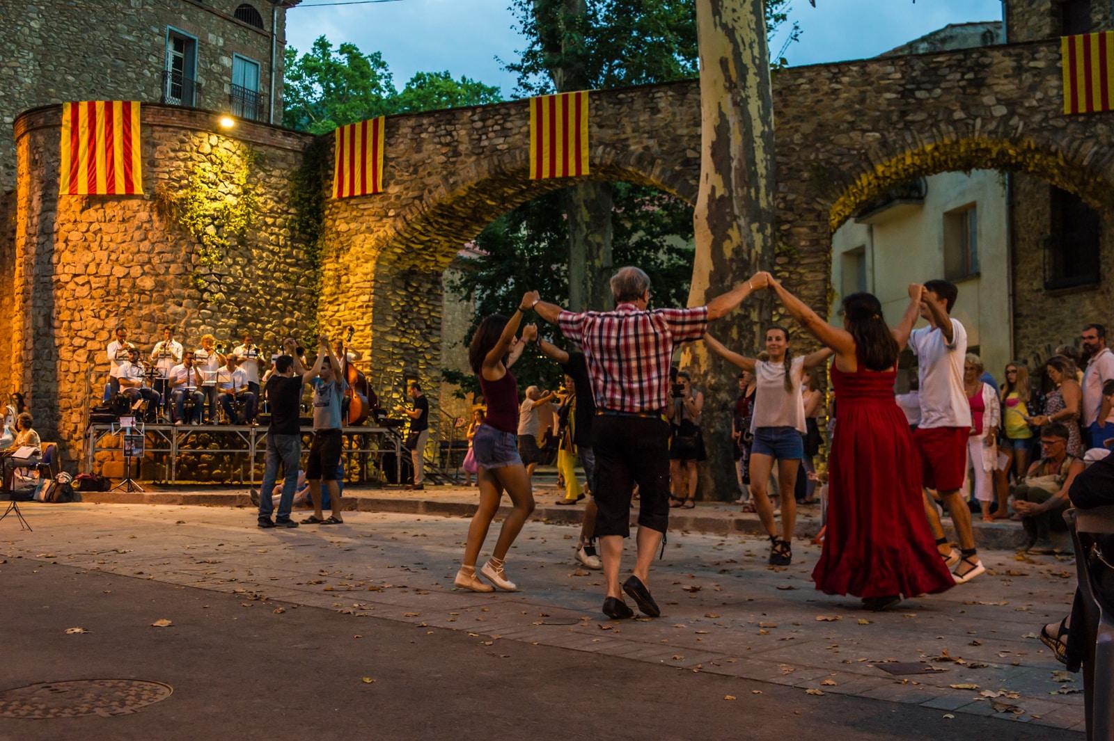 Sardane, une ronde fraternelle en Pays Catalan