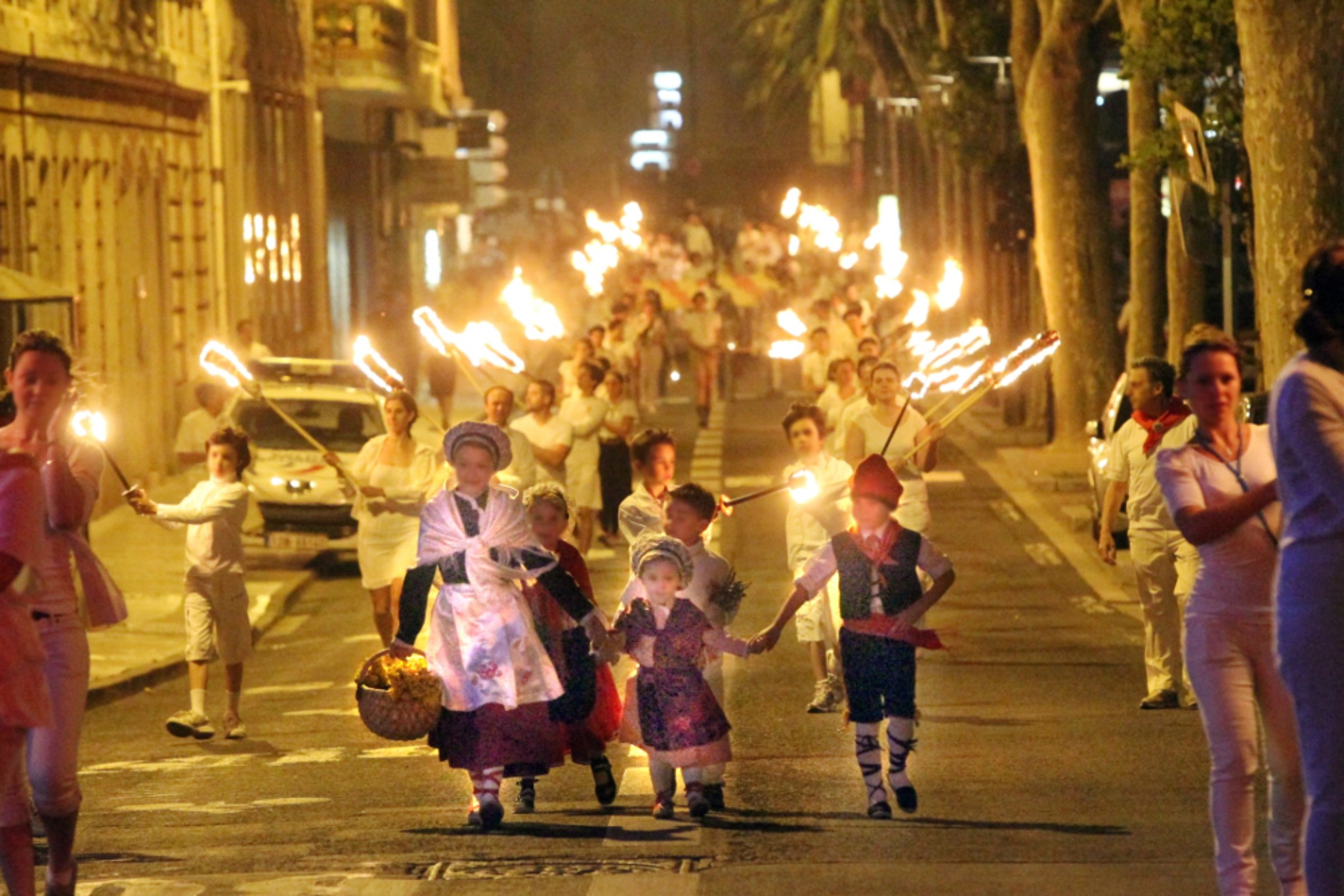 Feu sacré pour nuit d'été , les feux de la Saint-Jean à Perpignan