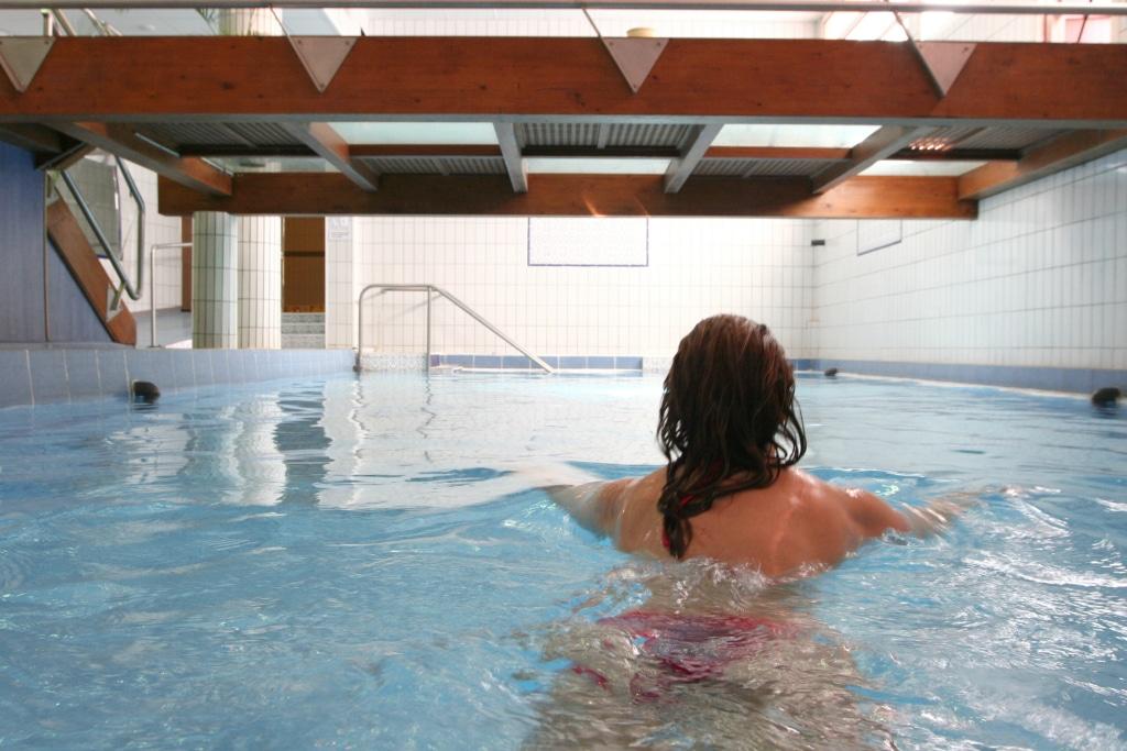 Détente dans la piscine des thermes de Vernet-les-Bains, Journée Bien-Etre
